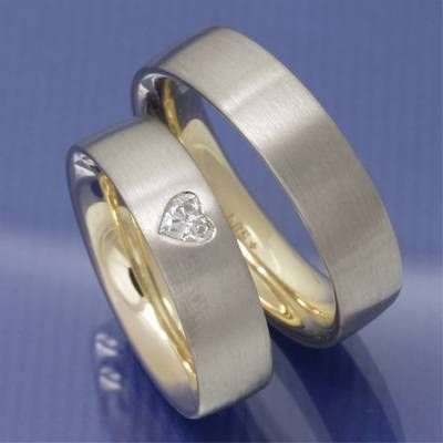 ... Trauringe innen Apricogold außen Weißgold mit Herz Diamant P1287406