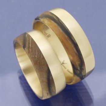 Gold Eheringe mit Holz