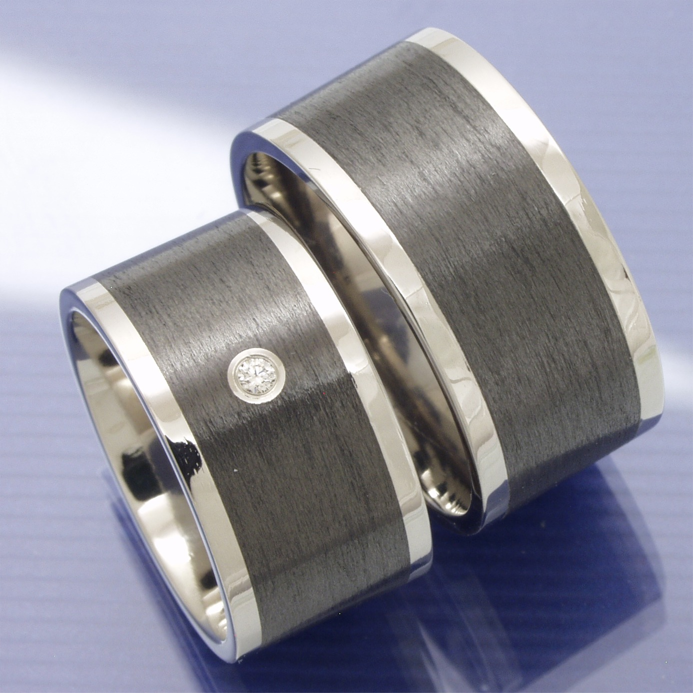 Partnerringe titan breit  Eheringe-Shop - Trauringe aus Titan und Carbon